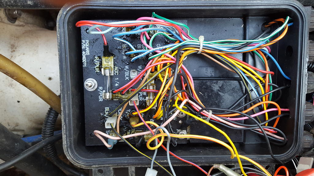 Polaris SLH 650 Wire disconnected in power distribution box